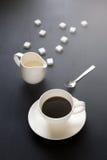 Relajación del ocio del café de la rotura del tiempo del café en backgro de madera oscuro Fotografía de archivo