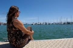 Relajación en el puerto deportivo Fotos de archivo