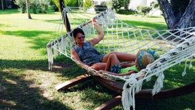 Relajación en hamaca Imagen de archivo libre de regalías