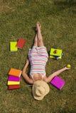 Relajación en la hierba Fotografía de archivo libre de regalías