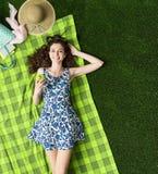 Relajación en la hierba Foto de archivo