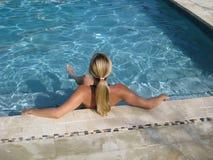 Relajación en la piscina Imagenes de archivo