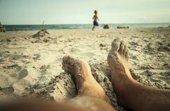 Relajación en la playa Imagen de archivo libre de regalías