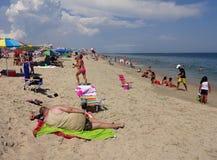 Relajación en la playa imagenes de archivo