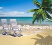 Relajación en la playa hermosa imagenes de archivo
