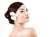Relajación femenina asiática atractiva imagen de archivo
