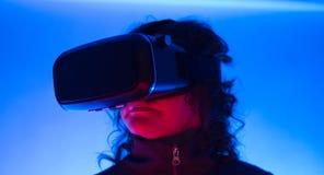 Relajación futurista de las gafas 3D de la realidad virtual 360 de VR Foto de archivo libre de regalías