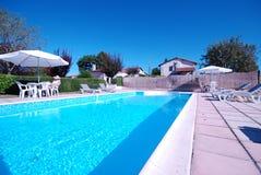 Relajación por la piscina Fotografía de archivo
