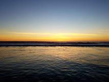Relajación tranquila 4k de la playa del Océano Pacífico de la puesta del sol Fotografía de archivo libre de regalías