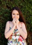 Relajado adolescente joven al aire libre Imágenes de archivo libres de regalías
