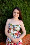 Relajado adolescente joven al aire libre Imagen de archivo