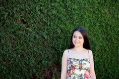 Relajado adolescente joven al aire libre Imagenes de archivo