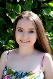 Relajado adolescente joven al aire libre Fotografía de archivo libre de regalías