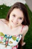 Relajado adolescente joven al aire libre Foto de archivo libre de regalías