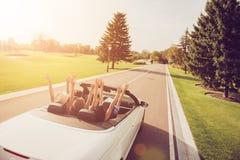 Relaje el destino desapasible, alquiler auto del vehículo, paseo de la velocidad, estudiantes foto de archivo