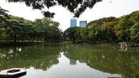 Relaje el tiempo en el parque público del lumpini Imagenes de archivo