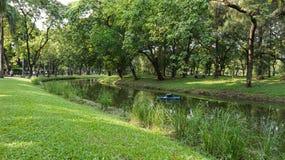 Relaje el tiempo en el parque público del lumpini Imagen de archivo