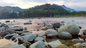 Relaje el tiempo en el río por la tarde Foto de archivo libre de regalías