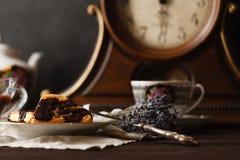 Relaje la bebida del té con las obleas de Viena Fotografía de archivo