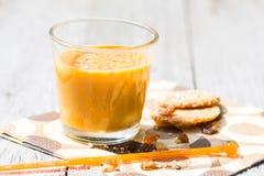 Relaje los añadidos del licor de café del jardín Imagen de archivo