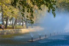 Relaks i medytacja, fontanna w parku Fotografia Royalty Free