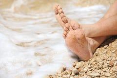 Relaks na plaży, szczegół męscy cieki Zdjęcie Stock