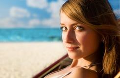 relaksująca hamak kobieta zdjęcia stock