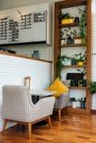 Relaksująca strefa i siedzenie dla napoju spotkania z przyjacielem lub kawy obraz stock