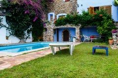 Relaksujący basenu miejsce w wieśniaka domu Obrazy Royalty Free
