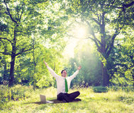 Relaksujący Biznesowy Pracujący Plenerowy Zielony natury pojęcie Obrazy Royalty Free