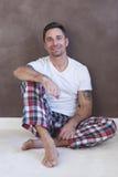 relaksujący domowy mężczyzna Zdjęcie Stock