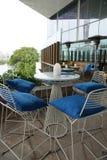 Relaksujący i nowożytny przyglądający metal ramy kawiarni meble obraz royalty free