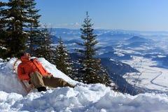 relaksujący mężczyzna śnieg zdjęcie stock