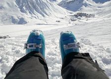 Relaksujący na narciarskim skłonie, Tignes ośrodek narciarski Alps Francja obrazy royalty free