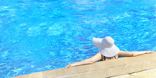 relaksująca basen kobieta Fotografia Stock