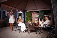 relaksujące kobiety Obrazy Royalty Free