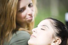 relaksujące kobiety Obrazy Stock