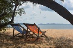 Relaksuje i wygodny w morzu Fotografia Stock