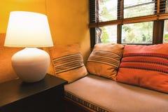 Relaksuje kąt z lampowym pobliskim okno Obraz Royalty Free