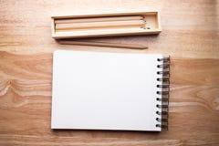Relaksuje koloru ołówek na drewnianym stole Obraz Royalty Free