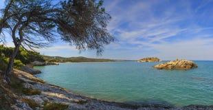 relaksuje lato Piękni wybrzeża Włochy: zatoka Vieste - Apulia, Gargano obraz stock