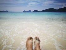 relaksuje na plaży w Tajlandia Fotografia Royalty Free