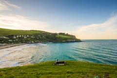 Relaksuje obsiadanie na ławce przy Tayor błędem, Christchurch Zdjęcia Royalty Free