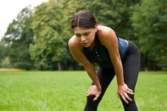 relaksuje sport męczącej kobiety obrazy stock
