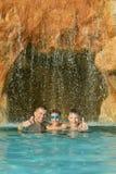 Relaksuje w basenie Obrazy Royalty Free