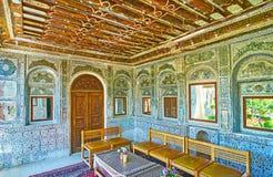 Relaksuje w średniowiecznej lustrzanej werandzie Perski dwór, Shiraz, Ira Obraz Stock