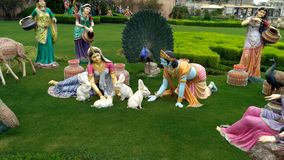 Relance de Lord Krishna em Prem Mandir Vrindavan foto de stock royalty free
