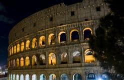 Relance do Colosseum na noite, em Roma foto de stock royalty free
