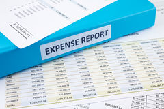 Relatório da despesa de negócio com pasta Foto de Stock Royalty Free