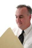 Relatório de sorriso da leitura do homem de negócio Imagem de Stock